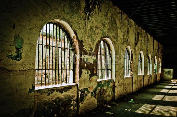 Gevangenis oude verlaten heldere bouw Stockfoto © pazham