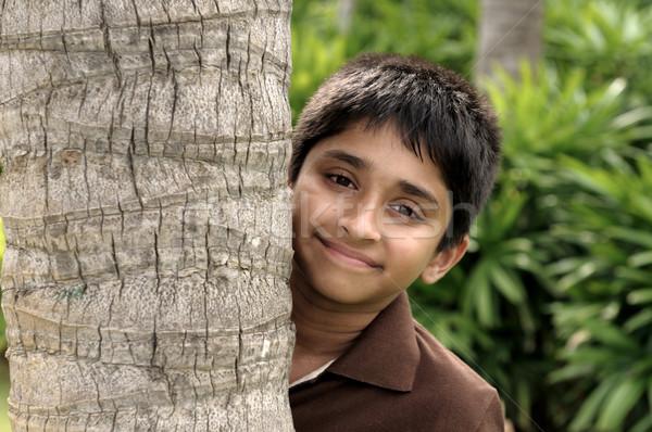 Buzgó jóképű indiai gyerek néz kamerába Stock fotó © pazham