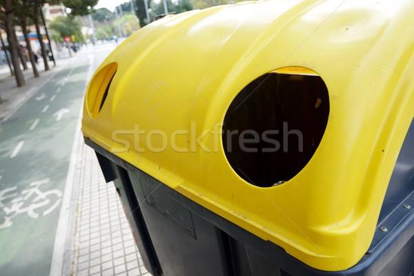 Contenedor reciclaje plástico metal paquete ciudad Foto stock © pedrosala