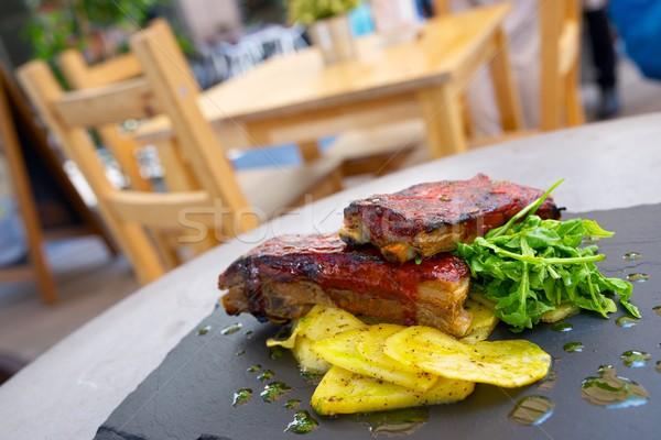 Costela batatas legumes verão restaurante Foto stock © pedrosala
