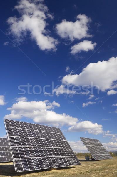 Zonne-energie groep zonnepanelen productie hernieuwbare elektrische Stockfoto © pedrosala