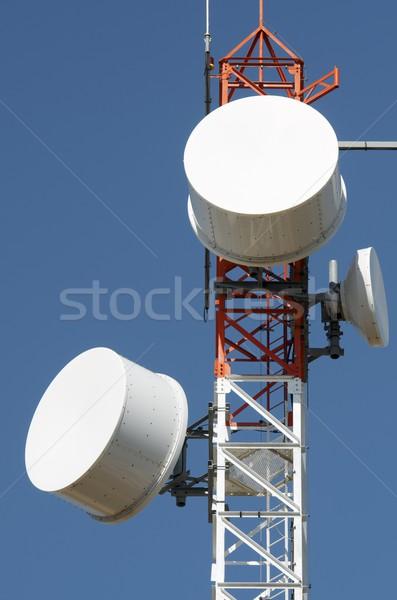 Télécommunications tour inférieur vue ciel bleu la Photo stock © pedrosala