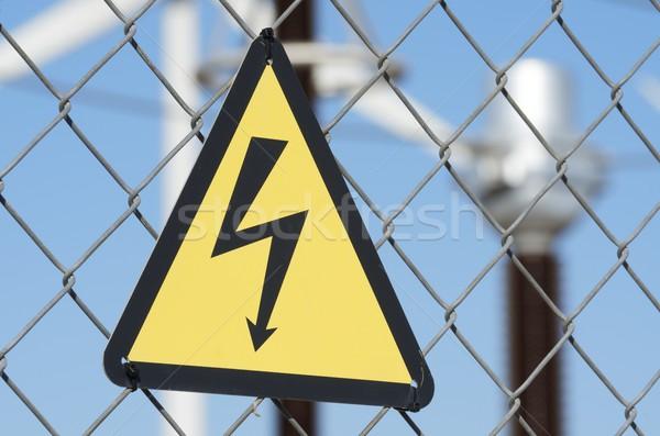 ストックフォト: 電気 · ハザード · にログイン · 金属 · フェンス · ビジネス