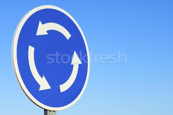 Rotonde signaal blauwe hemel stad straat achtergrond Stockfoto © pedrosala