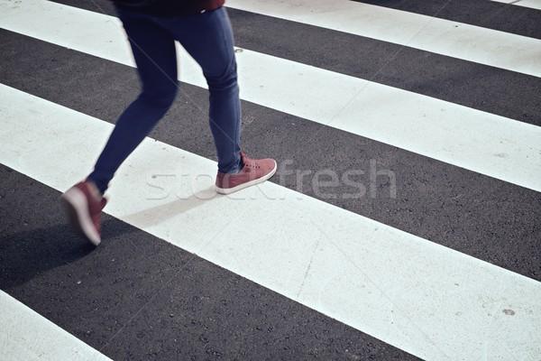 Zebra jonge vrouw vrouw weg straat kruis Stockfoto © pedrosala