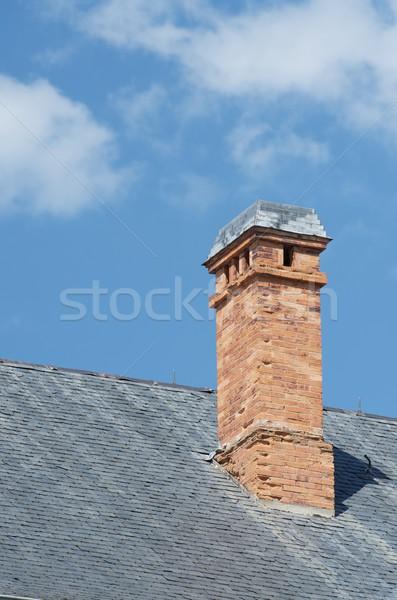 Komin starych cegły Błękitne niebo domu domu Zdjęcia stock © pedrosala