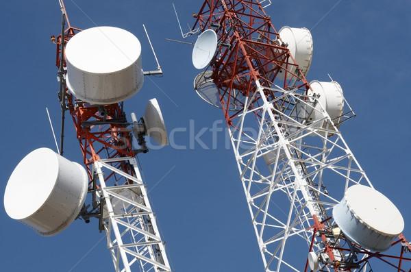 Télécommunications inférieur vue ciel bleu la Photo stock © pedrosala
