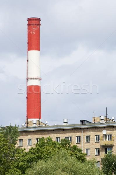 Yalnız baca kırmızı beyaz Bina çalışmak Stok fotoğraf © pedrosala