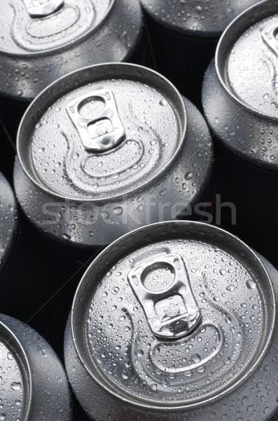 Soude groupe aluminium peuvent fond boire Photo stock © pedrosala