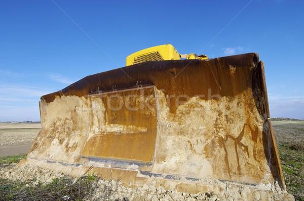 Escavadeira amarelo campo blue sky terra industrial Foto stock © pedrosala