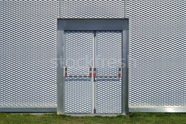 Acil durum çıkmak kapı Metal Bina Stok fotoğraf © pedrosala