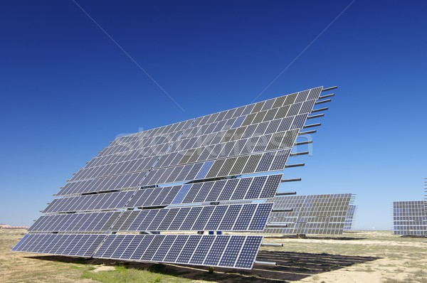 Fotovoltaica painel solar campo energia renovável blue sky Foto stock © pedrosala