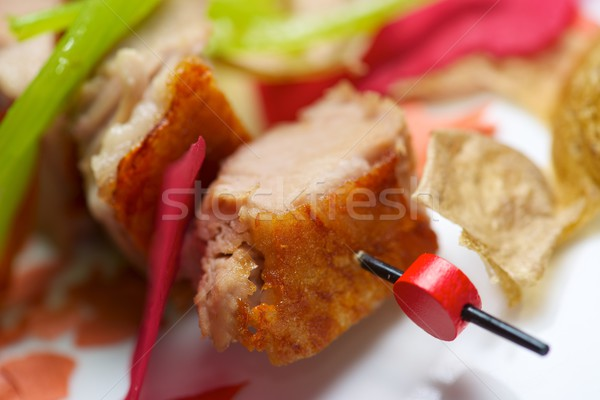 Disznóhús közelkép nyárs étel zöld saláta Stock fotó © pedrosala