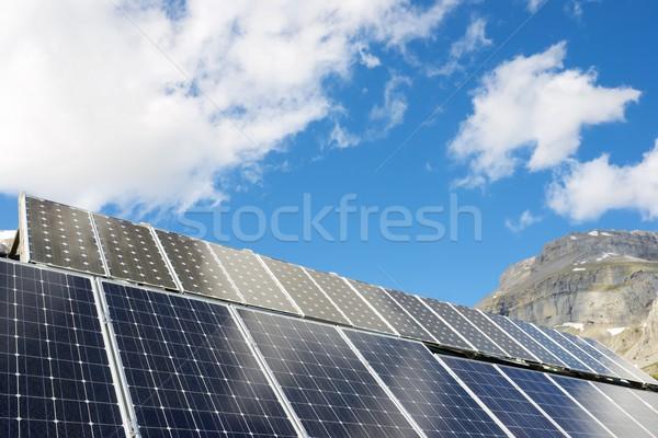 太陽エネルギー 太陽光発電 屋根 小屋 谷 春 ストックフォト © pedrosala