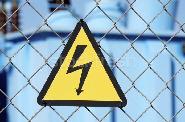 Elektryczne hazard podpisania metal ogrodzenia technologii Zdjęcia stock © pedrosala