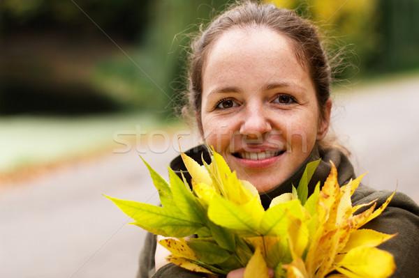Kız park gülen sarı yaprakları Stok fotoğraf © pekour