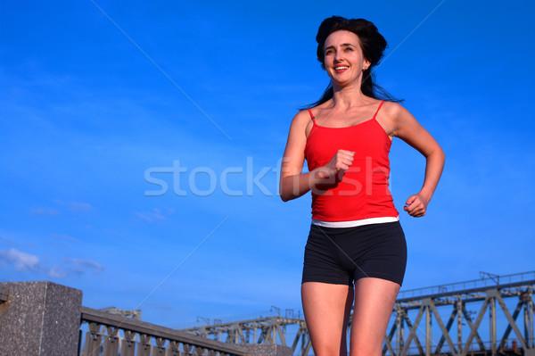 женщину бег Blue Sky красивая женщина городского облака Сток-фото © pekour