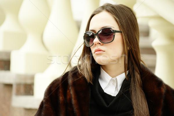 Mulher jovem óculos de sol belo mulher rua urbano Foto stock © pekour
