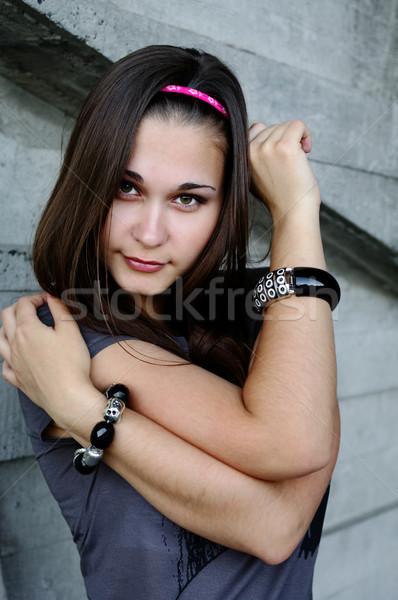 Portret meisje groene ogen beton muur poseren Stockfoto © pekour