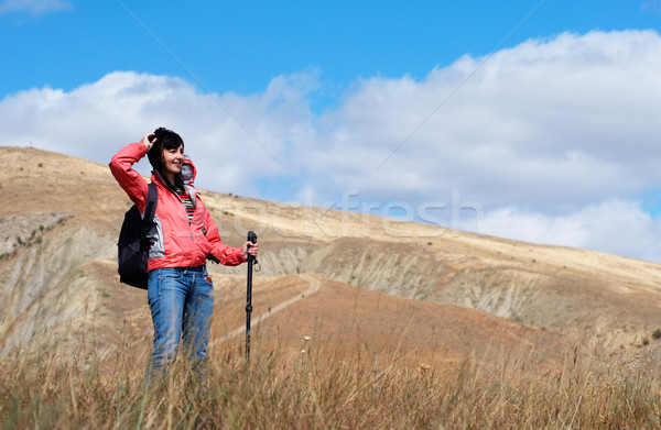 Photo stock: Touristiques · femme · montagnes · nuageux · ciel · Voyage