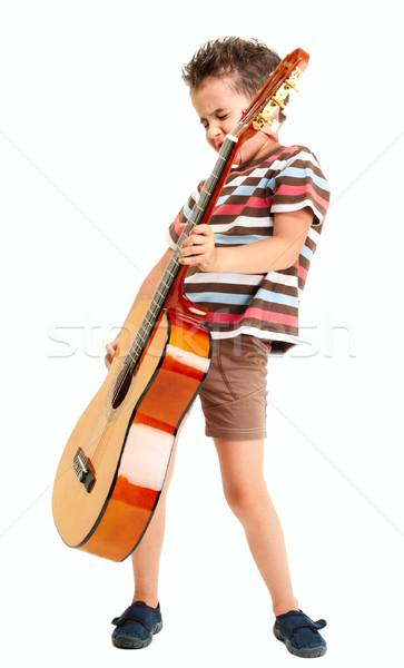 Weinig jongen gitaar geïsoleerd witte kind Stockfoto © pekour