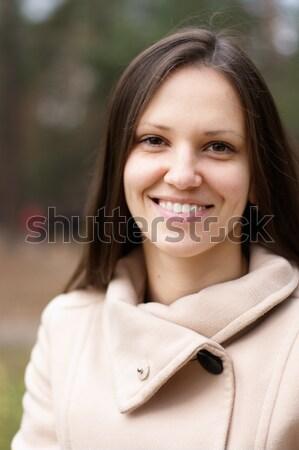 Genç kadın açık havada beyaz kat sonbahar gülümseme Stok fotoğraf © pekour