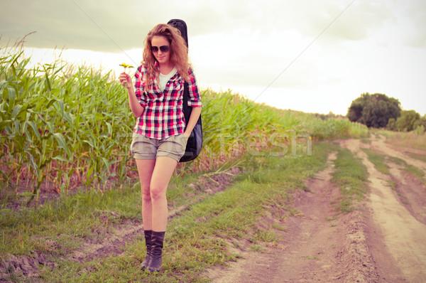 Genç kadın gitar mısır alan Stok fotoğraf © pekour