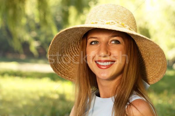 улыбающаяся женщина соломенной шляпе лет луговой женщину счастливым Сток-фото © pekour