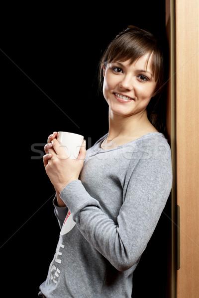 Nő pizsama dől kapualj csésze kezek Stock fotó © pekour