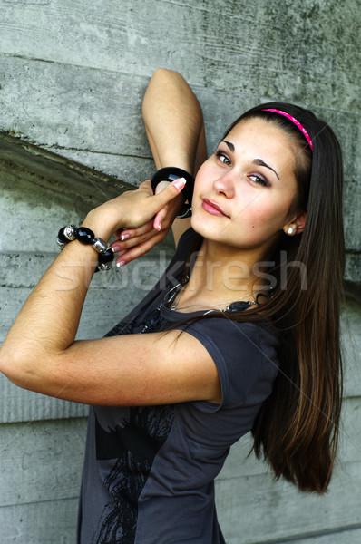 Portret dziewczyna zielone oczy konkretnych ściany stwarzające Zdjęcia stock © pekour