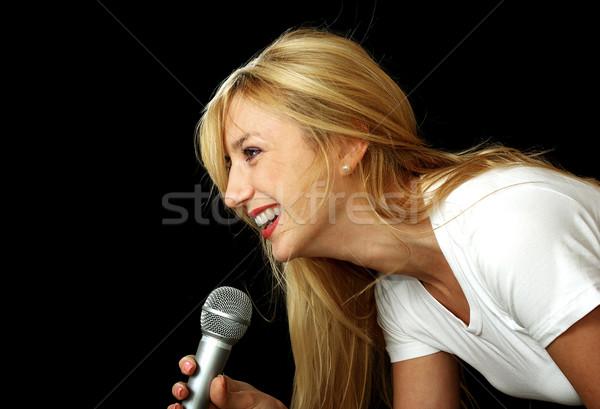 Kız şarkı söyleme karaoke yalıtılmış siyah Stok fotoğraf © pekour