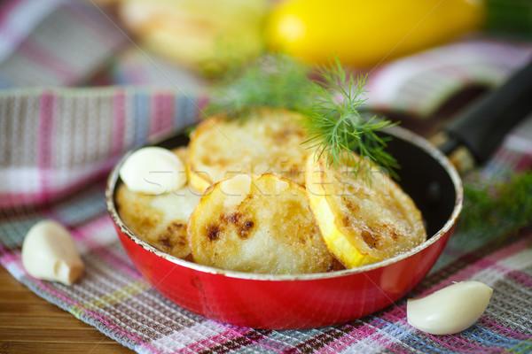 Foto stock: Frito · abobrinha · fatias · manteiga · alho · comida
