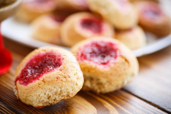 édes sütik lekvár fa asztal piros tányér Stock fotó © Peredniankina