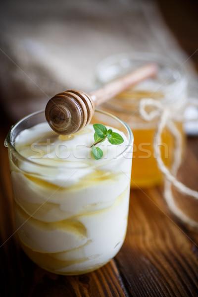 Grieks yoghurt honing houten tafel achtergrond melk Stockfoto © Peredniankina