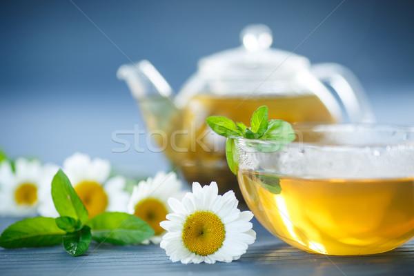 Kamilla tea teáscsésze asztal virágok üveg Stock fotó © Peredniankina
