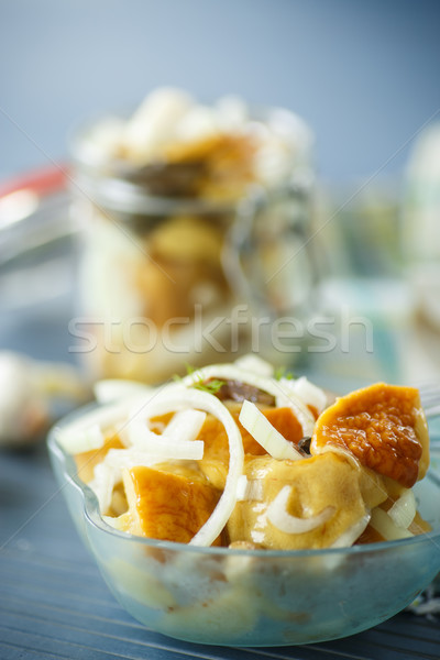Bos champignons gemarineerd ui knoflook voedsel Stockfoto © Peredniankina