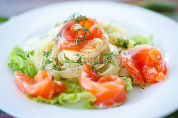 Salé saumon sauce laitue laisse alimentaire Photo stock © Peredniankina