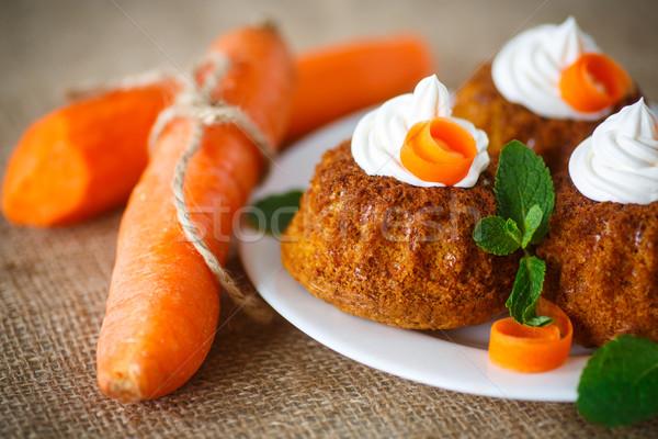 Sárgarépa muffinok édes tejszínhab menta húsvét Stock fotó © Peredniankina