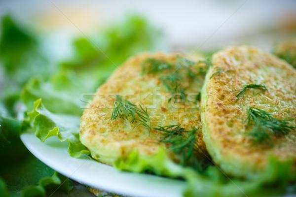 Abobrinha frito folha fundo verão café da manhã Foto stock © Peredniankina