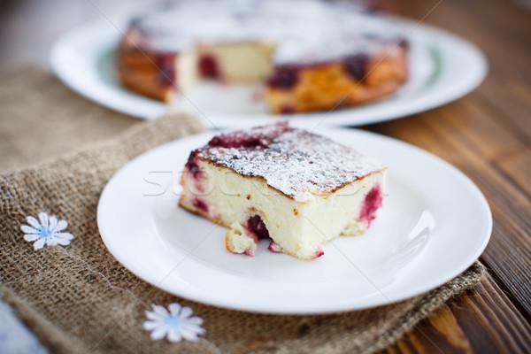Túró bogyók fa asztal étel gyümölcs asztal Stock fotó © Peredniankina