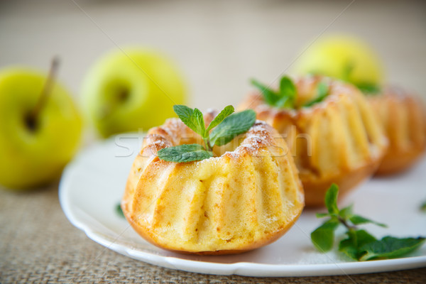 Foto stock: Dulce · manzana · azúcar · en · polvo · menta · otono