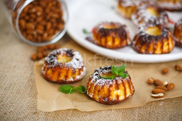Sajt muffinok édes minitorták porcukor asztal Stock fotó © Peredniankina