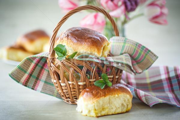 Pasta doldurulmuş bereketli tatlı ev yapımı kekler Stok fotoğraf © Peredniankina