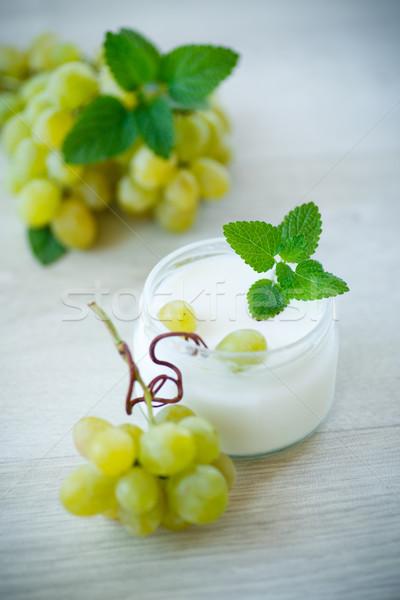 Сток-фото: домой · Sweet · йогурт · свежие · виноград · банка