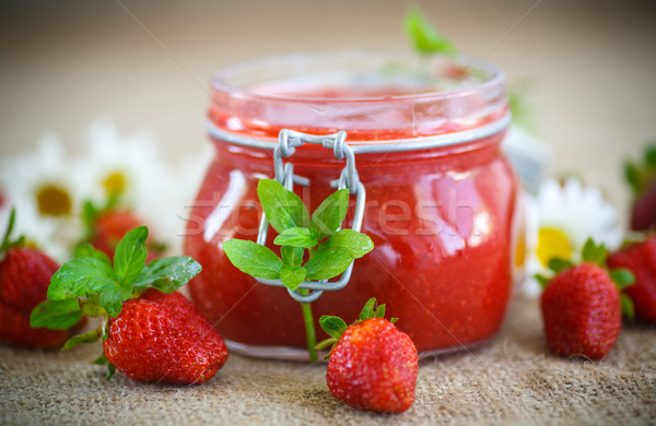 Fraise confiture verre jar fraises table Photo stock © Peredniankina