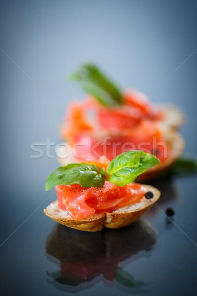 Sandwich gezouten zalm donkere vis tabel Stockfoto © Peredniankina