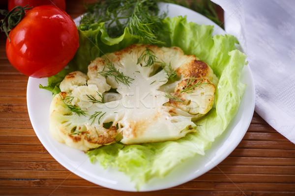 Sült karfiol nagy darab saláta levelek Stock fotó © Peredniankina
