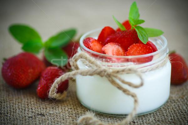 édes finom joghurt friss eprek házi készítésű Stock fotó © Peredniankina