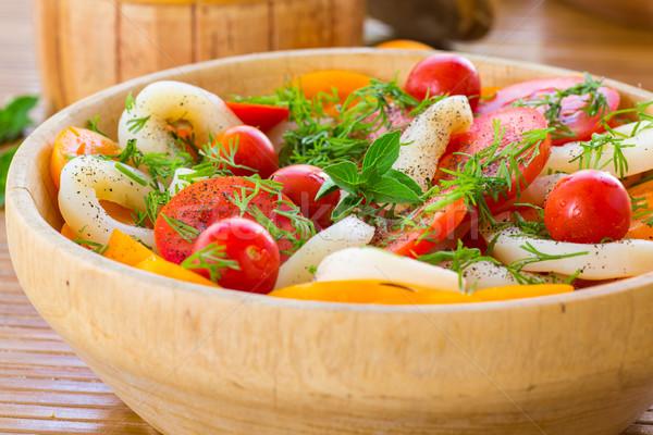 Insalata pomodori calamari fresche legno piatto Foto d'archivio © Peredniankina