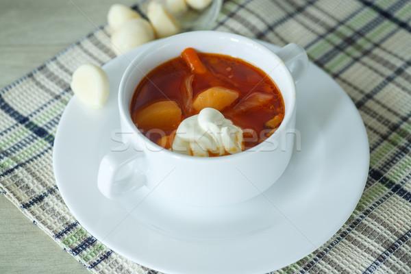 Foto stock: Sopa · sopa · de · legumes · raiz · de · beterraba · tigela · nata · alho